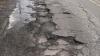 Drumuri lăsate în voia sorţii: Municipalitatea nu a reparat nicio stradă din cele zece promise