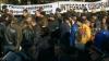 Protestul continuă în faţa Palatului Republicii. Se zvoneşte că au apărut şi provocatori
