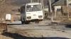 Bani în vânt: Au cheltuit milioane de lei pentru reparaţia unui drum, ca peste un an să apară gropi noi