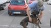 Reacţia unui câine care îşi întâmpină stăpânul revenit acasă VIDEO