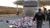 Şofer de autocar, prins cu ţigări de contrabandă ascunse lângă rezervorul cu benzină