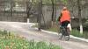 """Un lăcătuş de la """"Apă-Canal"""" vine la serviciu, de 30 de ani, cu bicicleta"""