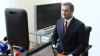 Vlad Filat a devenit primul beneficiar al paşaportului diplomatic biometric, perfectat la locul de muncă