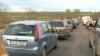 Aglomeraţie pe drumurile naţionale:  Sute de maşini circulă bară la bară VIDEO