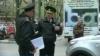 Poliţiştii care şi-au insultat colegul în faţa sediului KIA au fost demişi