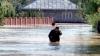România  după ploaie: Case inundate, drumuri spălate de puhoaie şi terenuri înghiţite de ape