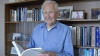 Niciodată nu este prea târziu să înveţi: Un bătrân şi-a luat masteratul la 97 de ani