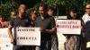 """Protest la Curtea de Apel Bălţi. Oameni nemulţumiţi că judecătorii vor să scoată """"basma curată"""" un infractor"""