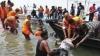 Cel puţin 103 oameni au murit, după ce un feribot s-a răsturnat pe râul Brahmaputra