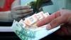 Moldovenii aflaţi peste hotare, principalii finanţatori ai economiei