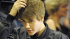 Justin Bieber a rămas fără pantaloni pe scenă VIDEO