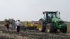 Proprietarii de pământ care nu-şi vor lucra terenurile vor fi PEDEPSIŢI