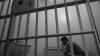 Un deţinut susţine că a fost maltratat de poliţişti şi obligat să depună mărturii false