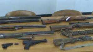 Deputaţii vor o taxă şi condiţii mai aspre pentru deţinătorii de arme