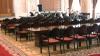 """Relaxare în Parlament! În timp ce unii deputaţi discutau proiectele, alţii """"s-au făcut nevăzuţi"""""""