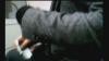Funcţionar al Primăriei Chişinău, filmat în timp ce ar lua mită!  IMAGINI VIDEO surprinse cu CAMERA ASCUNSĂ
