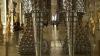 Pantofi uriaşi din cratiţe la o expoziţie de la Versailles VIDEO