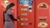 Automatul de pizza - o invenţie pe placul clienţilor înfometaţi (VIDEO)