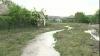 Drumuri distruse, gospodării inundate şi culturi agricole compromise după ploaia de noaptea trecută