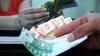 Moneda naţională câştigă teren în faţa monedei unice europene