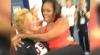 Michelle Obama a pozat în braţele unei sportive