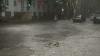 Ploaia face ravagii: Acoperişuri deteriorate, livezi afectate de grindină şi localităţi rămase fără curent electric în nordul ţării