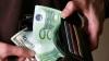 Inspector superior al Secţiei Poliţie Criminală, reţinut în timp ce primea 500 de euro mită