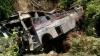 ACCIDENT GROAZNIC! Un autocar s-a prăbuşit într-o prăpastie. 50 de morţi