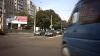 Jocul de-a viaţa: Un maxi-taxi trece la roşu în centrul Capitalei VIDEO