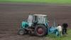 Tot mai mulţi agricultori îşi asigură culturile