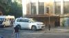 """Din seria """"parchez unde vreau"""": Şi-a lăsat maşina pe trotuar, în drept cu zebra FOTO"""