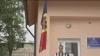 """Drapelul de stat a ajuns în """"satul deputaţilor"""". Localnicii, mândri că au un tricolor oferit de Publika TV"""