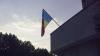 Drapel arborat cu stema în jos pe o instituţie publică din Capitală FOTO