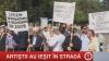 Boris Focşa le promite protestatarilor din faţa Guvernului salarii mai mari, la anul