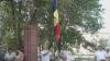 Drapel nou pe primăria din Larga. Tricolorul ars de soare şi rupt de vânt a fost înlocuit (VIDEO)
