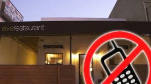 Proprietarii unui local încurajează comunicarea între clienţi: Nu vorbeşti la telefon şi ai discount la nota de plată