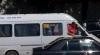 Microbuz încărcat la limită! Pentru a încăpea, pasagerii stau cu capul scos pe geam VIDEO
