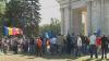 Anti-unioniştii s-au adunat în PMAN. Scandează lozinci şi acuză guvernarea