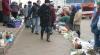 Agenţii economici, care vând marfa în stradă, riscă să rămână fără autorizaţii