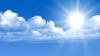 Soare, nori şi vânt puternic promit meteorologii