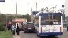Un automobil s-a izbit într-un troleibuz cu pasageri. Şoferul maşinii conducea în stare de ebrietate VIDEO