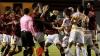De la şuturi, la pumni: Jucătorii a două echipe din Mexic s-au bătut în timpul meciului VIDEO