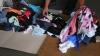 (VIDEO) Mărfuri periculoase pentru sănătate, ascunse printre haine second hand într-un TIR ce venea din Germania
