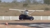 (VIDEO) Accident straniu: Un avion de mici dimensiuni loveşte un SUV