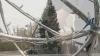 Bradul din centrul Capitalei a fost decorat cu cinci kilometri de luminiţe multicolore VIDEO