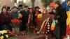 Nostalgici după Ceauşescu: Mai mulţi români au aprins câte o lumânare la mormântul fostului dictator