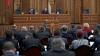 Competiţii de cocoşi şi... gândaci în Parlament