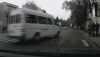 Microbuz de pe ruta 110 care trece la culoarea roşie a semaforului (VIDEO)