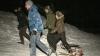 Zăpada i-a scos din case: Zeci de copii s-au dat pe derdeluş cu sania VIDEO