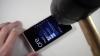 Test de tortură pentru Nokia Lumia 920. Rezistă la ciocane, cuie şi cuţite VIDEO